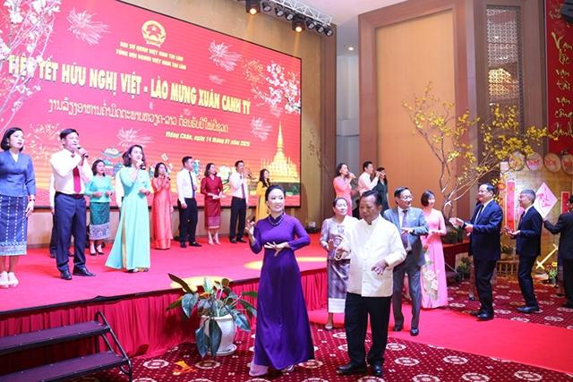 Đầm ấm Tết hữu nghị Việt - Lào, mừng Xuân Canh Tý
