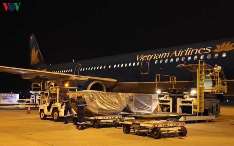Việt Nam gửi 4,8 tấn hàng viện trợ giúp Lào chống dịch Covid-19 - 1