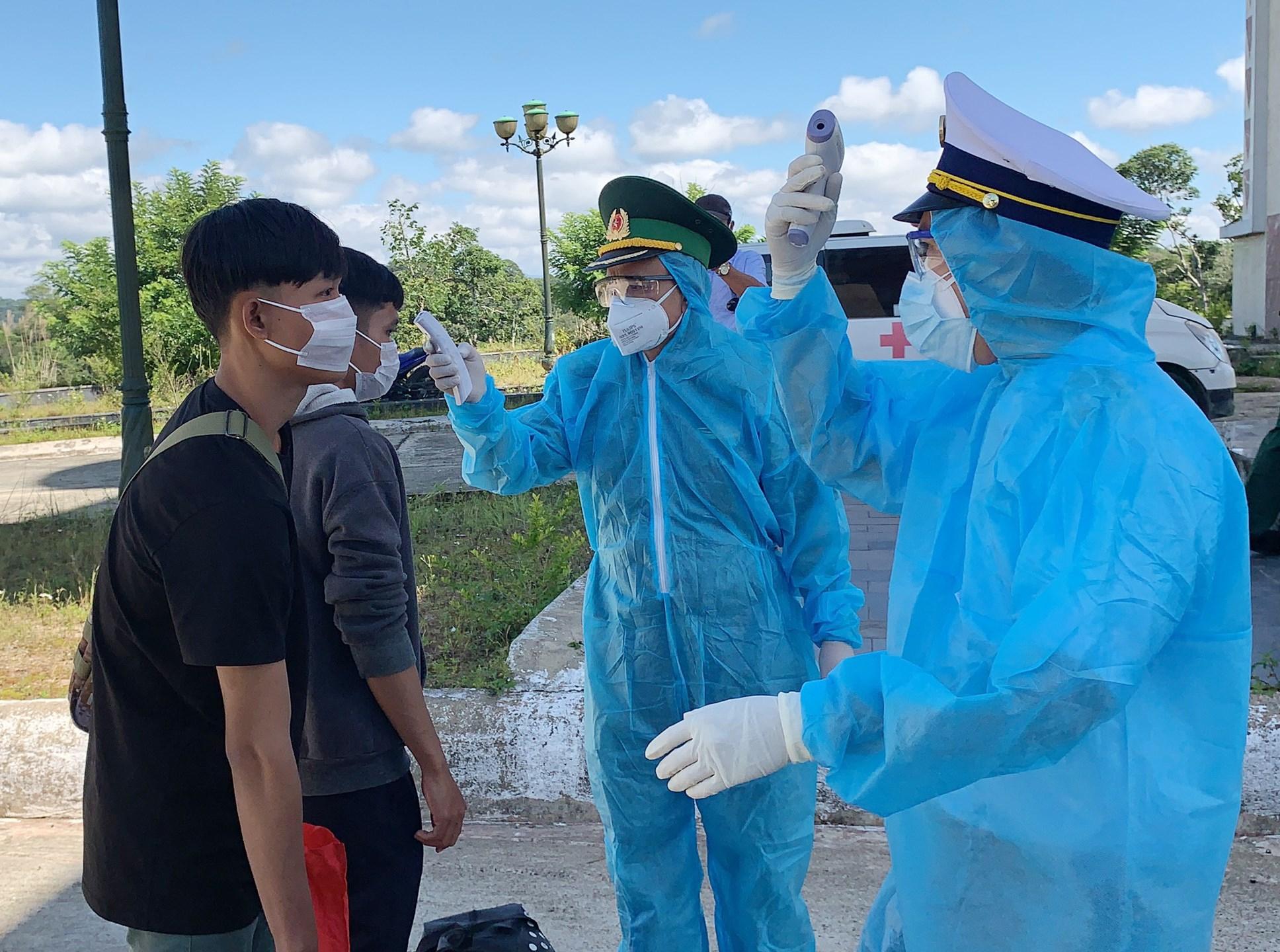 Quảng Nam nhập cảnh cho 288 du học sinh Lào vào Việt Nam